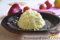"""Фото приготовления рецепта: Салат """"Петушок"""" с зелёным горошком - шаг №12"""