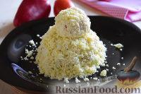 """Фото приготовления рецепта: Салат """"Петушок"""" с зелёным горошком - шаг №13"""