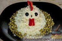 """Фото приготовления рецепта: Салат """"Петушок"""" с зелёным горошком - шаг №14"""