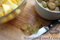 Фото приготовления рецепта: Фруктовый салат в ананасе - шаг №5