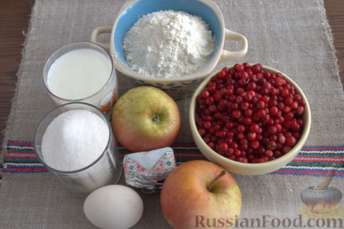 Фото приготовления рецепта: Открытый пирог с брусникой и яблоком - шаг №1