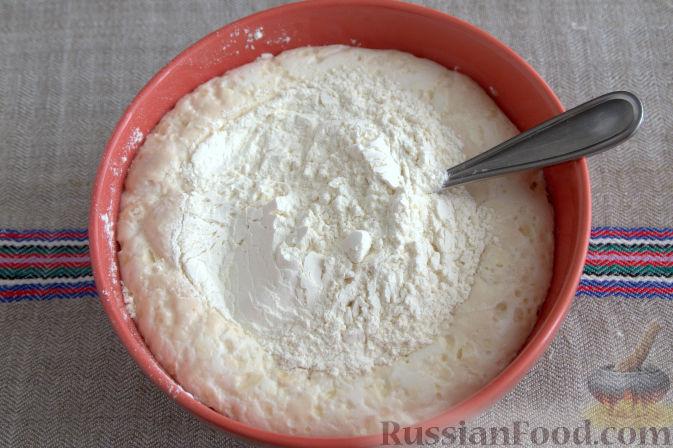 Фото приготовления рецепта: Открытый пирог с брусникой и яблоком - шаг №3