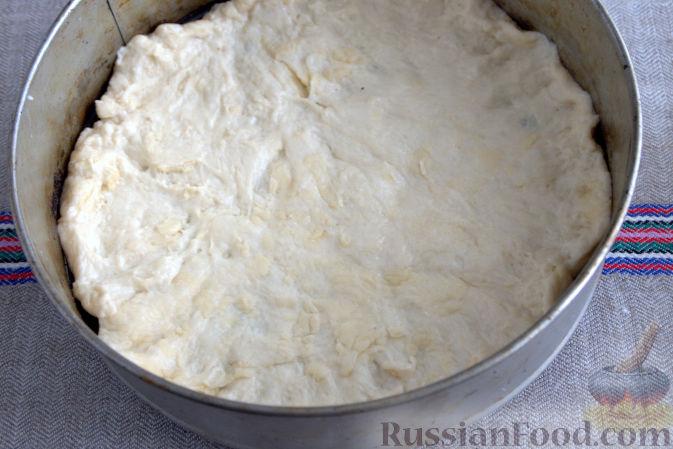 Фото приготовления рецепта: Открытый пирог с брусникой и яблоком - шаг №8