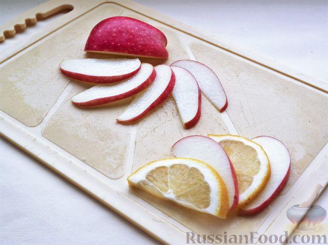 """Фото приготовления рецепта: Нарезка """"Петушиный хвост"""" из зимних фруктов, с орехами - шаг №2"""