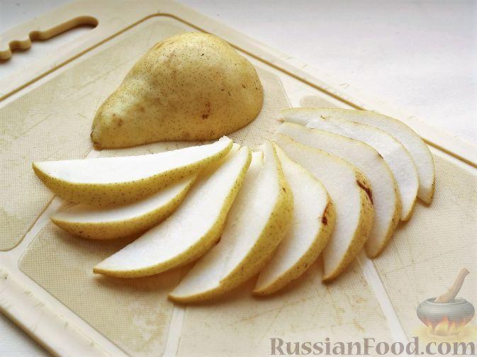 """Фото приготовления рецепта: Нарезка """"Петушиный хвост"""" из зимних фруктов, с орехами - шаг №3"""