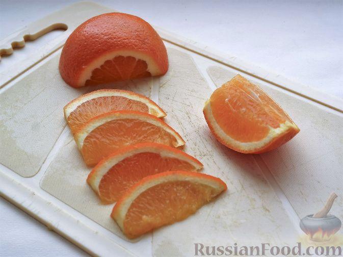 """Фото приготовления рецепта: Нарезка """"Петушиный хвост"""" из зимних фруктов, с орехами - шаг №4"""