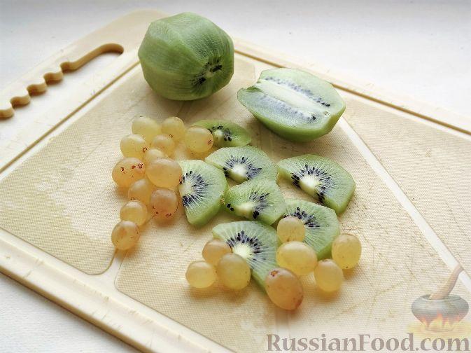 """Фото приготовления рецепта: Нарезка """"Петушиный хвост"""" из зимних фруктов, с орехами - шаг №5"""