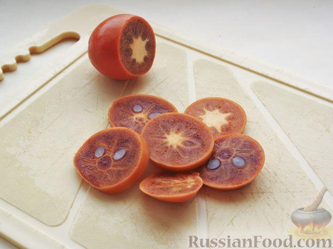 """Фото приготовления рецепта: Нарезка """"Петушиный хвост"""" из зимних фруктов, с орехами - шаг №7"""