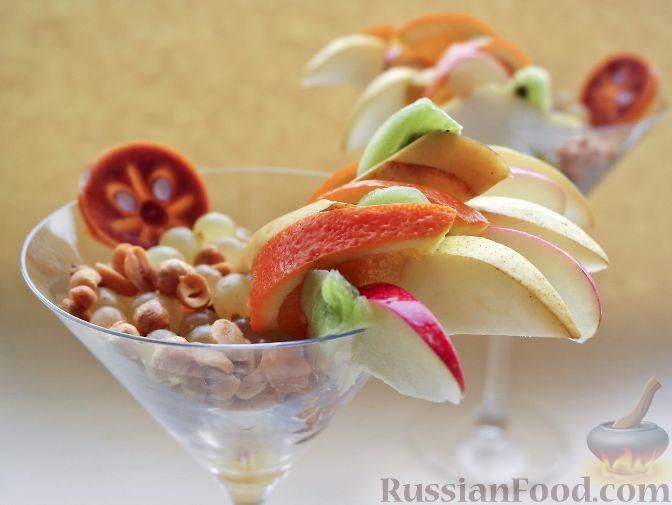 """Фото приготовления рецепта: Нарезка """"Петушиный хвост"""" из зимних фруктов, с орехами - шаг №9"""