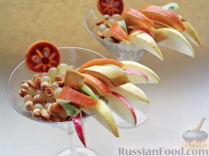 """Фото приготовления рецепта: Нарезка """"Петушиный хвост"""" из зимних фруктов, с орехами - шаг №10"""