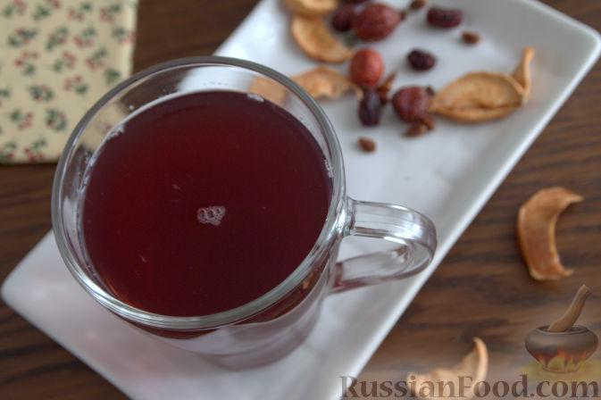 Фото приготовления рецепта: Взвар (узвар) из яблок и ягод, с медом - шаг №9