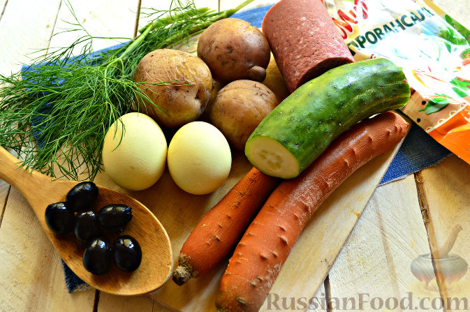 Фото приготовления рецепта: Салат «Петушок - Золотой Гребешок» с копченой колбасой - шаг №1