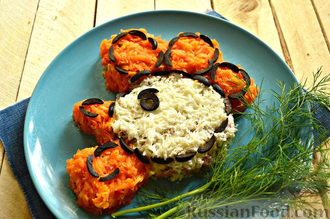 Фото приготовления рецепта: Салат «Петушок - Золотой Гребешок» с копченой колбасой - шаг №12