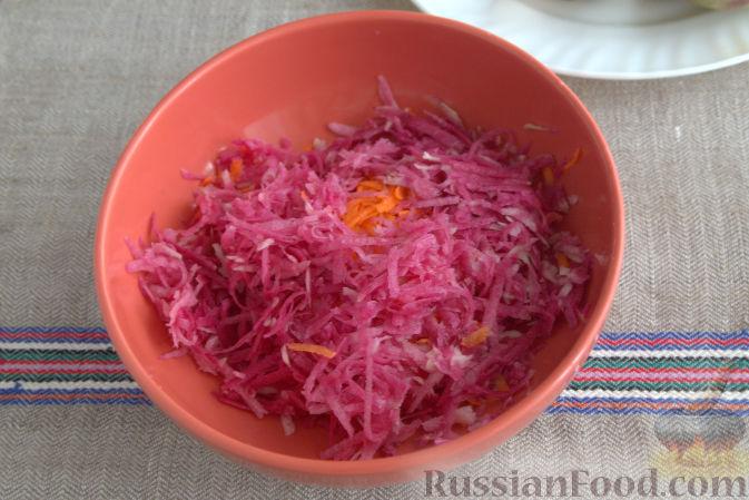 Фото приготовления рецепта: Салат с редькой и тыквой - шаг №3