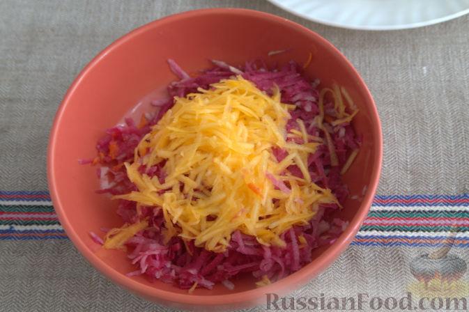 Фото приготовления рецепта: Салат с редькой и тыквой - шаг №4