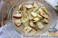 Фото приготовления рецепта: Шарлотка с яблоками (в микроволновке) - шаг №11