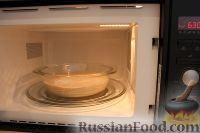 Фото приготовления рецепта: Шарлотка с яблоками (в микроволновке) - шаг №14