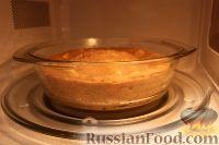 Фото приготовления рецепта: Шарлотка с яблоками (в микроволновке) - шаг №15
