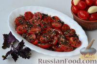 Фото к рецепту: Маринованные помидоры черри с базиликом