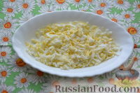Фото приготовления рецепта: Праздничный салат «Три поросенка» для детей - шаг №3