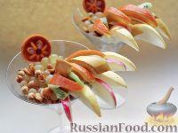 """Фото к рецепту: Нарезка """"Петушиный хвост"""" из зимних фруктов, с орехами"""