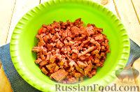 Фото приготовления рецепта: Салат «Петушок - Золотой Гребешок» с копченой колбасой - шаг №3