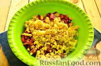 Фото приготовления рецепта: Салат «Петушок - Золотой Гребешок» с копченой колбасой - шаг №4