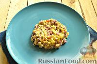 Фото приготовления рецепта: Салат «Петушок - Золотой Гребешок» с копченой колбасой - шаг №7