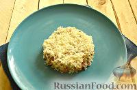 Фото приготовления рецепта: Салат «Петушок - Золотой Гребешок» с копченой колбасой - шаг №8