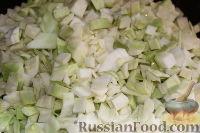 Фото приготовления рецепта: Пирог со свежей капустой - шаг №2