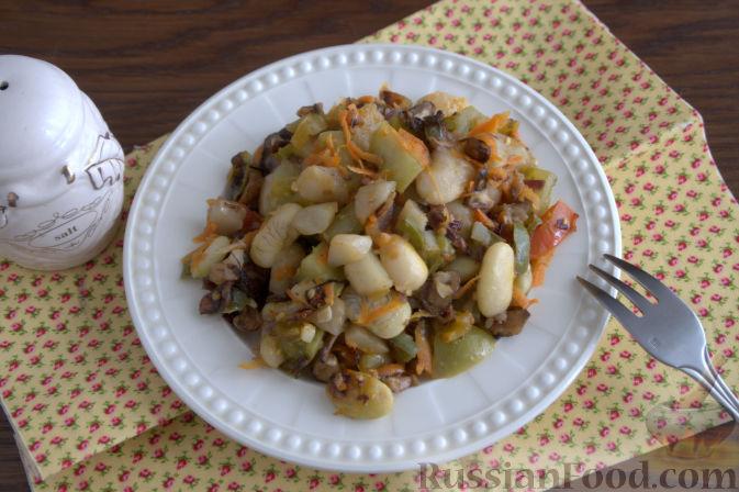 Фото приготовления рецепта: «Осеннее» рагу с топинамбуром, грибами и фасолью - шаг №8