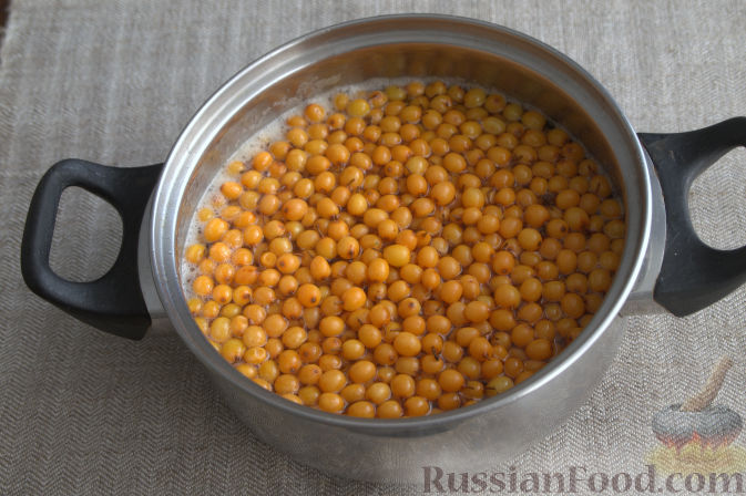 Фото приготовления рецепта: Облепиховое варенье с имбирем - шаг №5