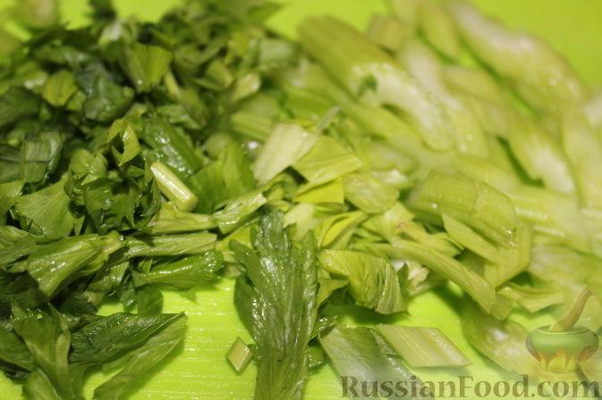 Фото приготовления рецепта: Салат из куриного филе с виноградом - шаг №5