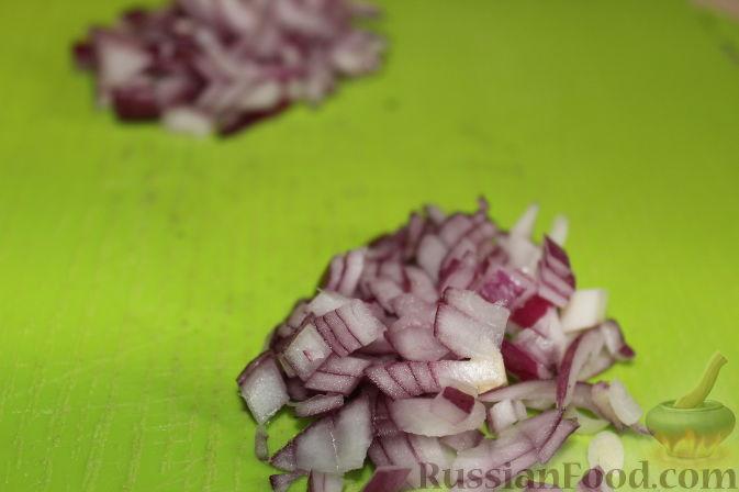 Фото приготовления рецепта: Салат из куриного филе с виноградом - шаг №6