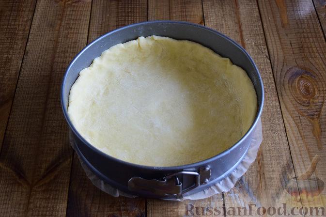Фото приготовления рецепта: Пирог с черноплодной рябиной - шаг №8