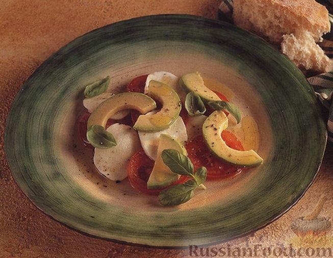 Рецепт Салат из моцареллы, помидоров и авокадо