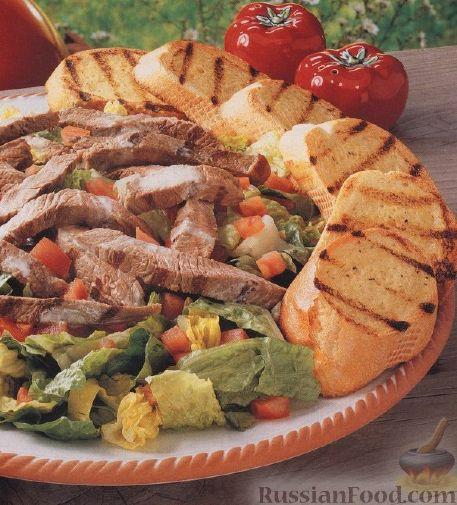"""Рецепт Салат """"Цезарь"""" с говядиной и жареным багетом"""
