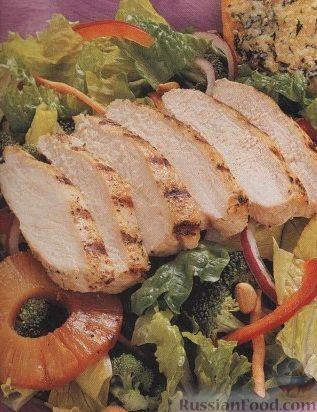 Рецепт Овощной салат с куриным филе и ананасом