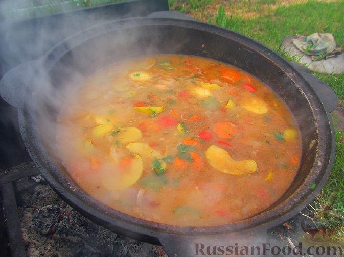 Фото приготовления рецепта: Шурпа под дождём :) - шаг №14