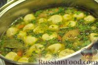 Фото к рецепту: Картофельный суп с грибными ушками