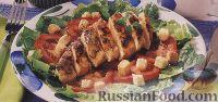 """Фото к рецепту: Салат """"Цезарь"""" с куриным филе, приготовленным на гриле"""