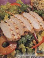Фото к рецепту: Овощной салат с куриным филе и ананасом