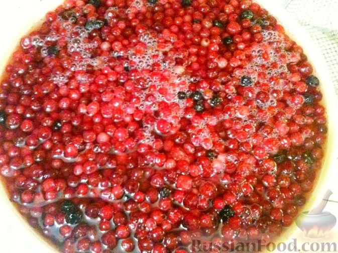 Фото приготовления рецепта: Оладьи с виноградом, на кефире - шаг №12