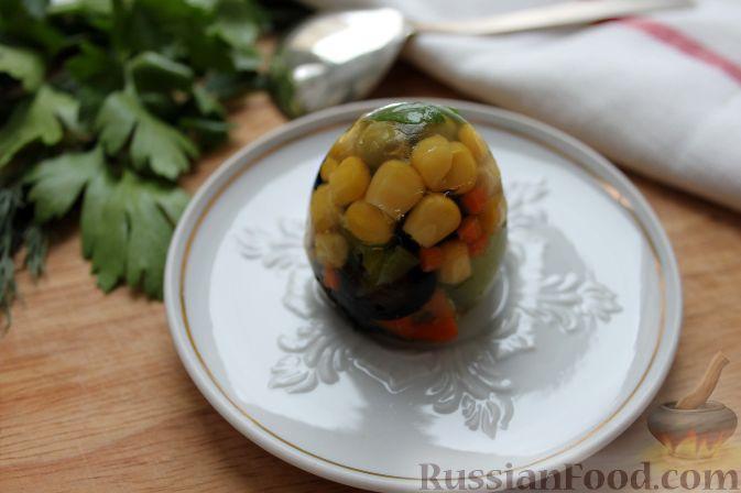 Фото приготовления рецепта: Быстрая шарлотка с корицей (на сковороде) - шаг №6