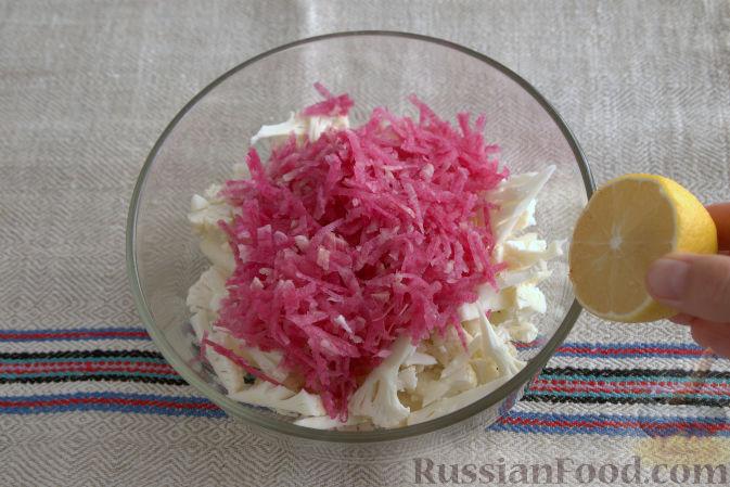Фото приготовления рецепта: Салат с кольраби - шаг №5