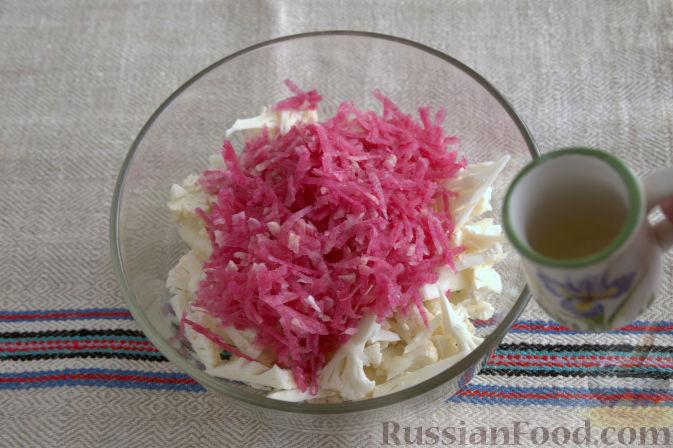 Фото приготовления рецепта: Салат с кольраби - шаг №6