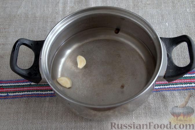 Фото приготовления рецепта: Маринованная кольраби (со свеклой и морковью) - шаг №5