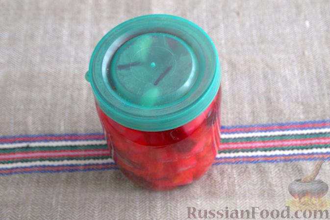 Фото приготовления рецепта: Маринованная кольраби (со свеклой и морковью) - шаг №7