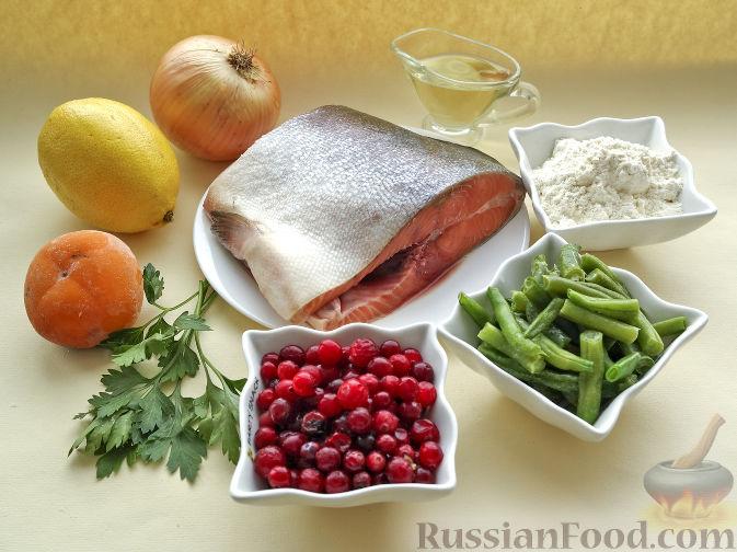 Фото приготовления рецепта: Рыба, жаренная со стручковой фасолью и луком - шаг №1
