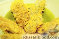 Фото к рецепту: Куриные стрипсы в панировке из кукурузных хлопьев